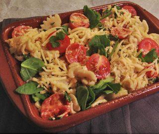 Pasta Ovenschotel met Kip, Spinazie en Cherrytomaatjes