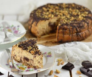 Cheesecake met pindakaas en chocolade