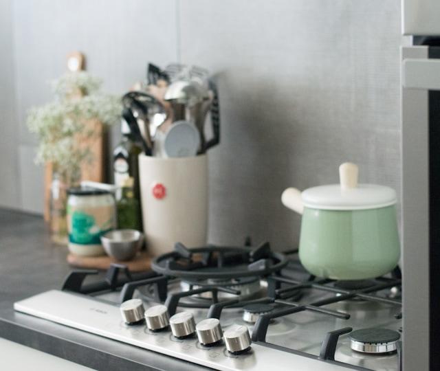 Het gasfornuis van de nieuwe keuken