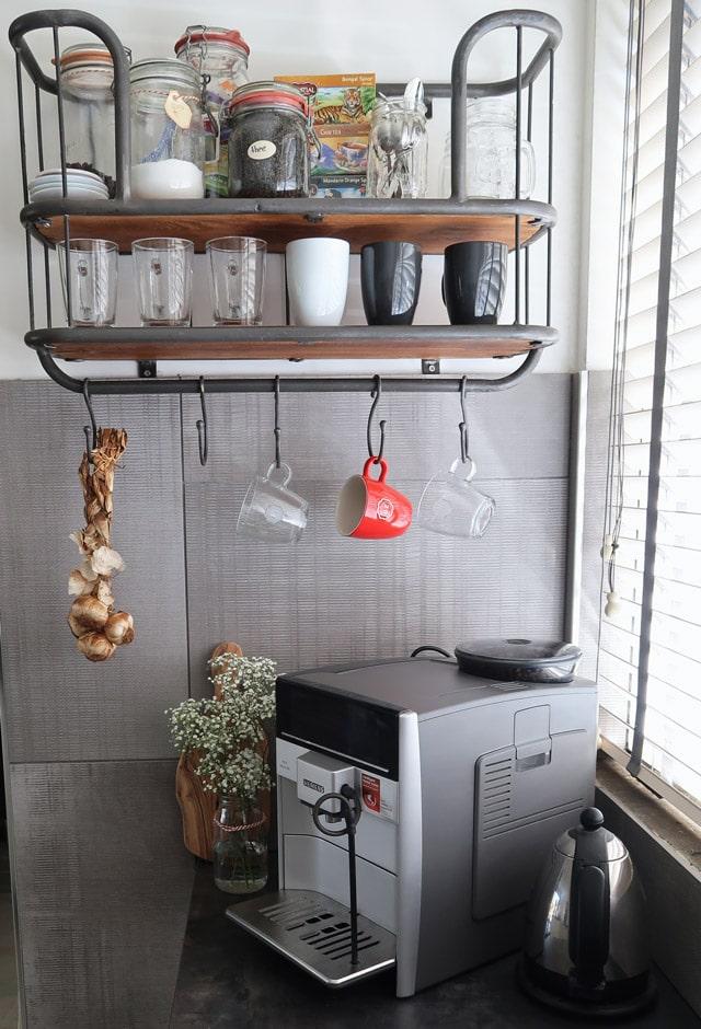 Het koffie en thee hoekje in de nieuwe keuken