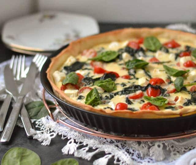 Quiche met feta, spinazie en tomaat