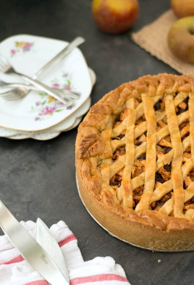 Oud-Hollandse appeltaart met een ruitjespatroon
