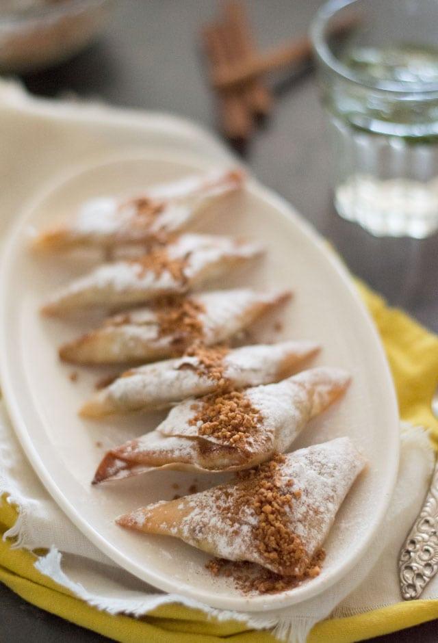 Kip briwat (mini kip bestilla) - Marokkaanse krokante driehoekjes gevuld met zoete kip