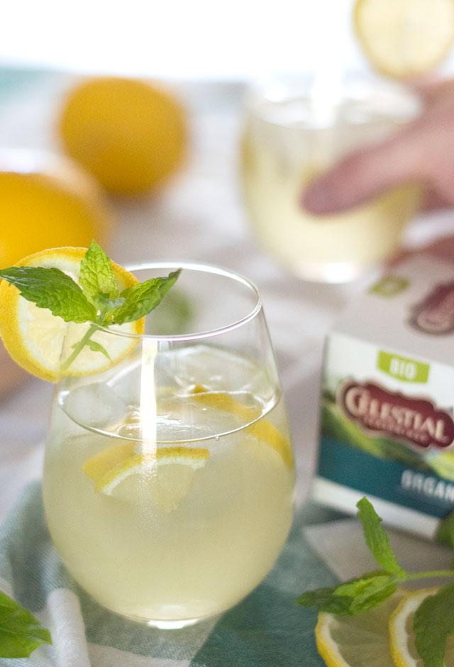 Zelfgemaakte groene ijsthee met thee van Celestial