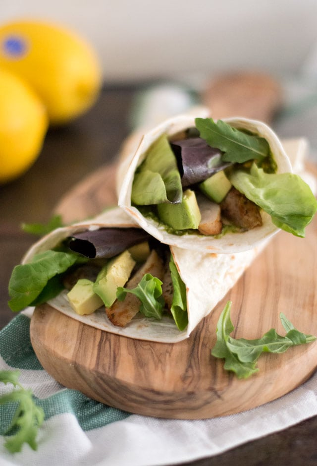 Wraps gevuld met kip, avocado en sla