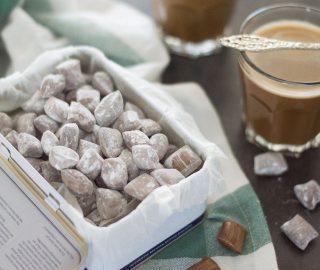Boterbabbelaars bij de koffie