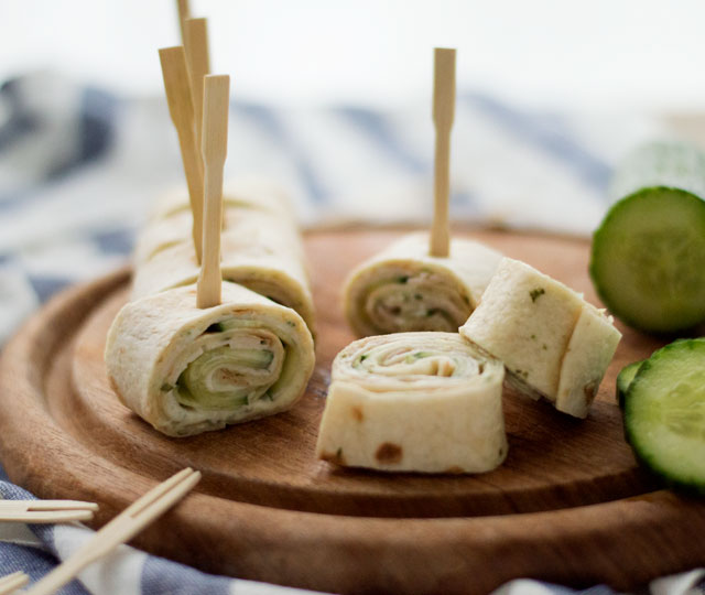 Voorkeur Eef Kookt Zo - Wrap hapjes met kipfilet, komkommer en heksenkaas #QB55