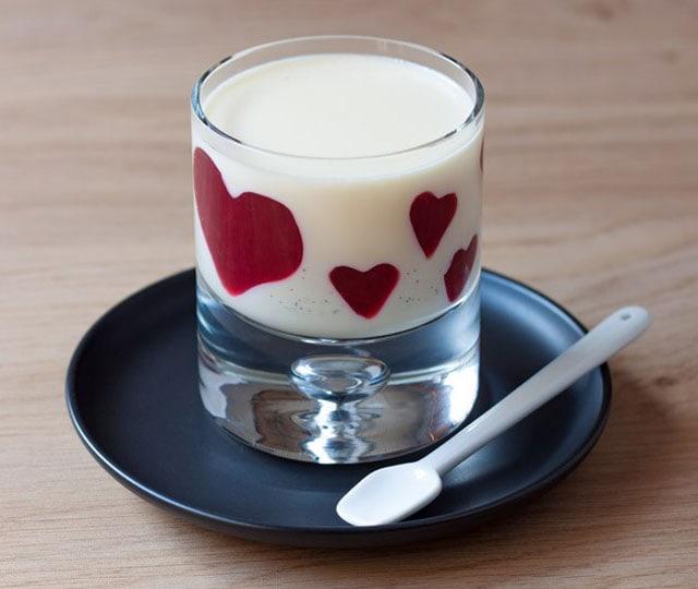 Valentijn recepten: valentijns panna cotta met bloedsinaasappel hartjes