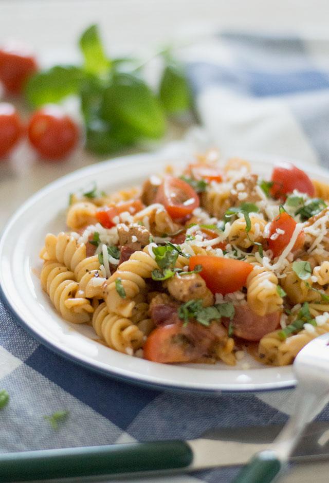 Pasta met zongedroogde tomaat en kip