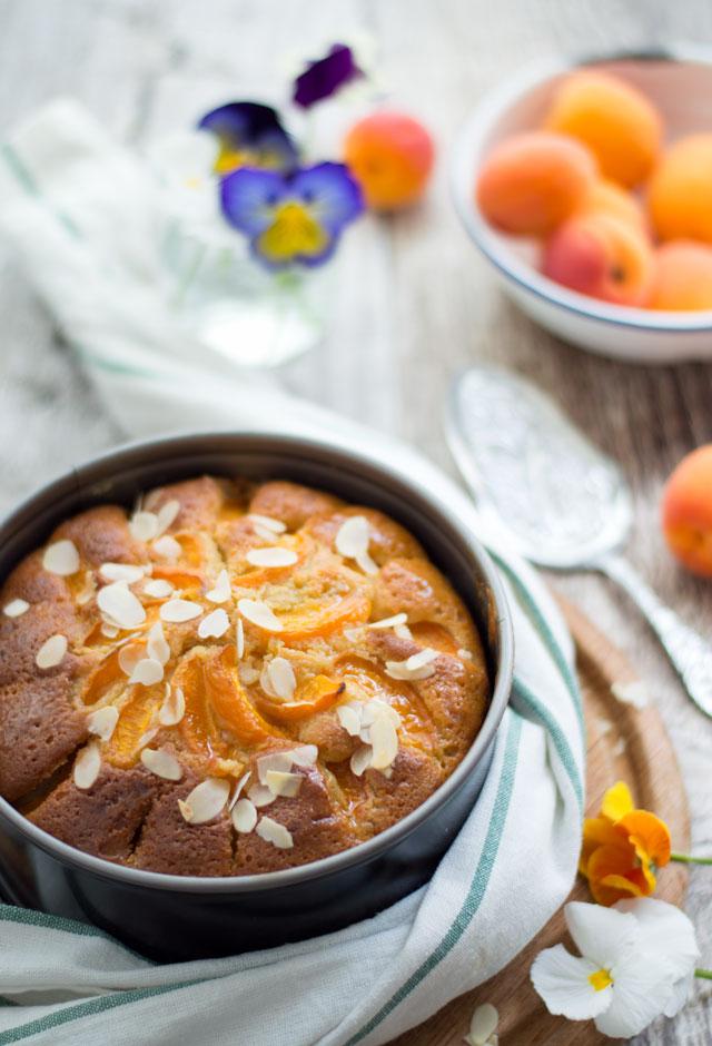 Abrikozencake met verse abrikozen