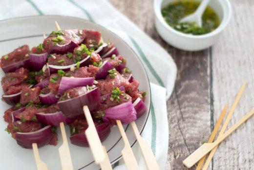 Biefstuk spiesjes BBQ met tuinkruiden
