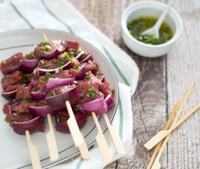 Biefstuk-spiesjes BBQ met tuinkruiden