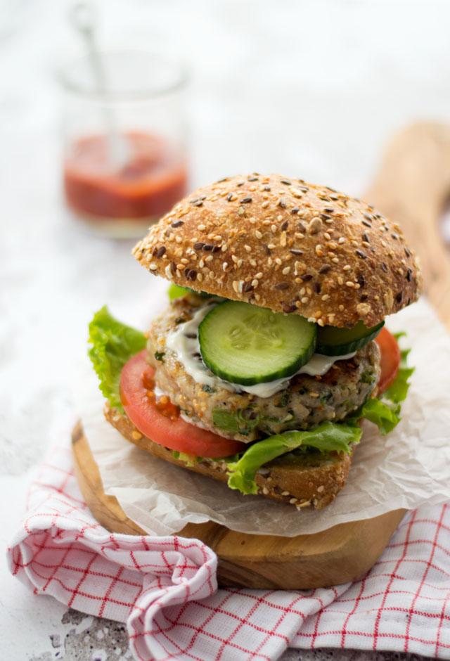 Zelfgemaakte kipburger