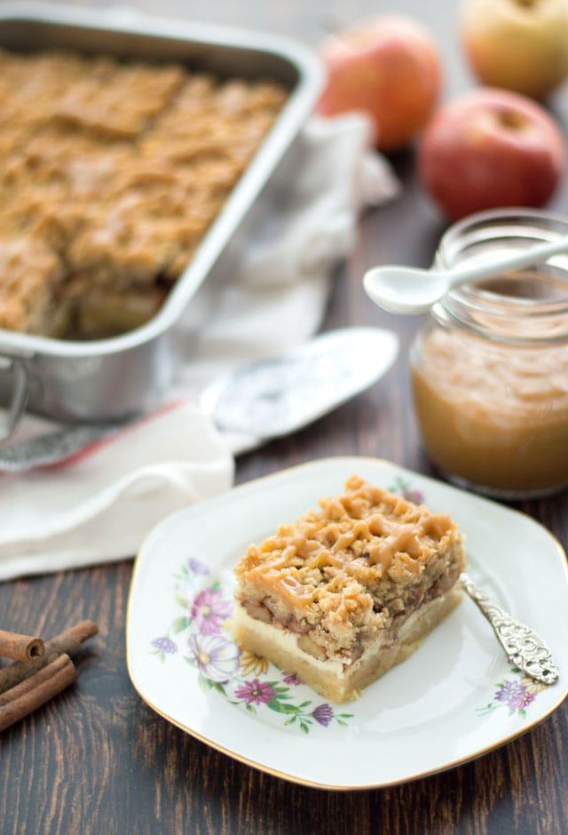 Appel kruimel cheesecake met caramel