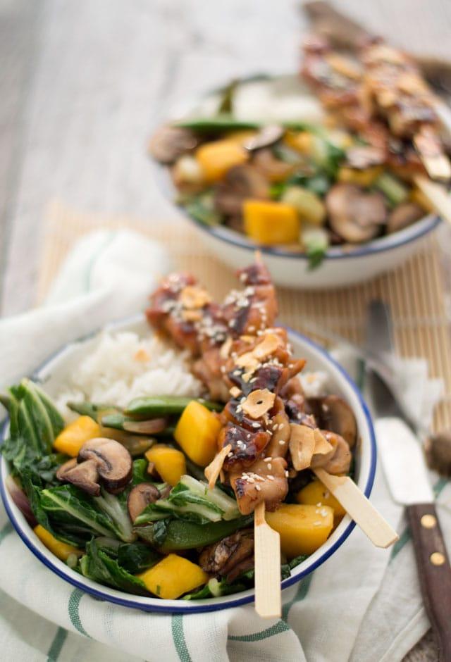 Kipspiesjes met groenten uit de wok