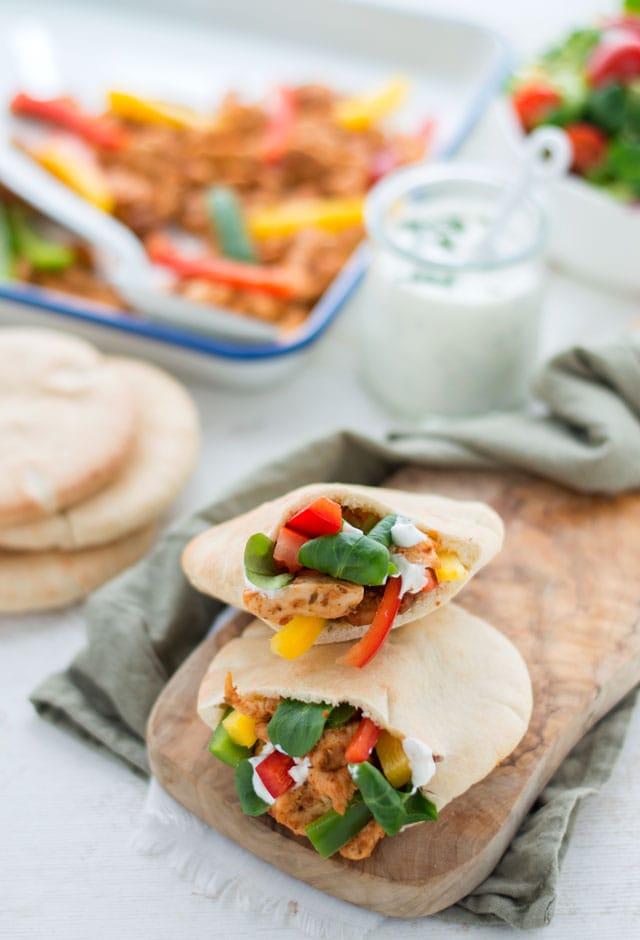 Pitabroodjes gevuld met kip en groenten