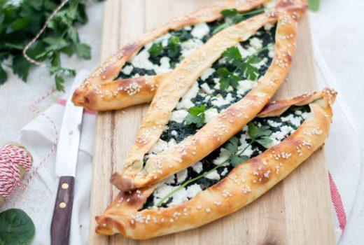 Turkse pide met spinazie en feta