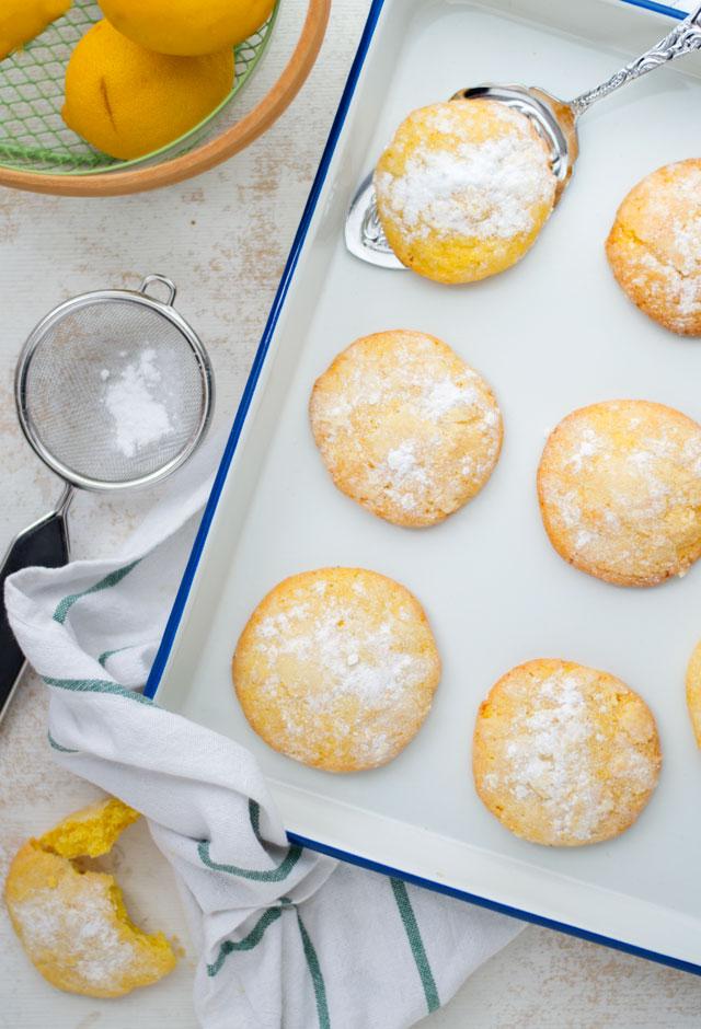 Gele koekjes met citroen