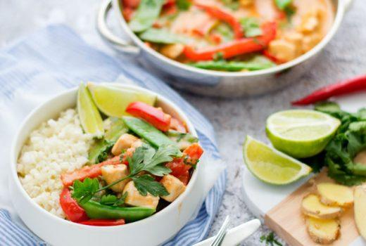 Rode curry met kip en bloemkoolrijst