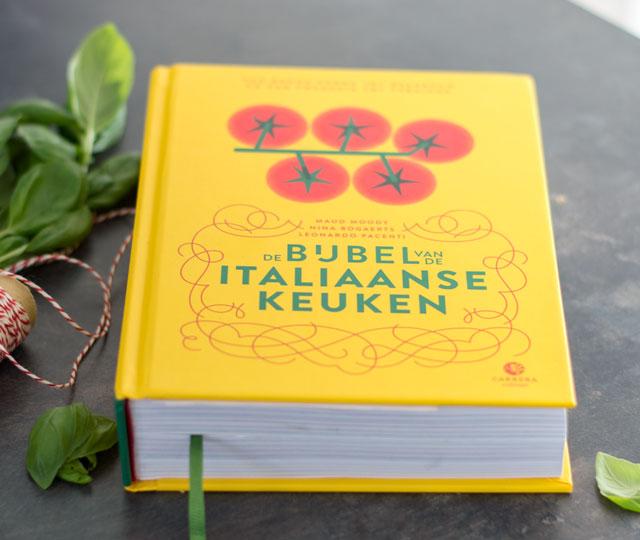 Het kookboek de bijbel van de Italiaanse keuken