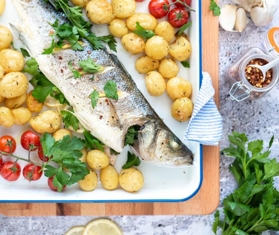 Hele vis uit de oven met krieltjes