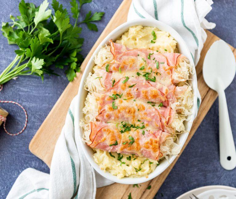 Zuurkoolrolletjes met ham en kaas ovenschotel
