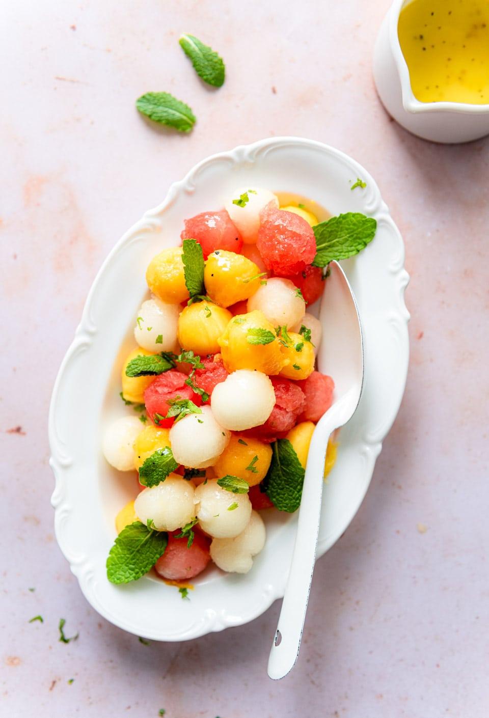 Salade met meloen, mango en dressing