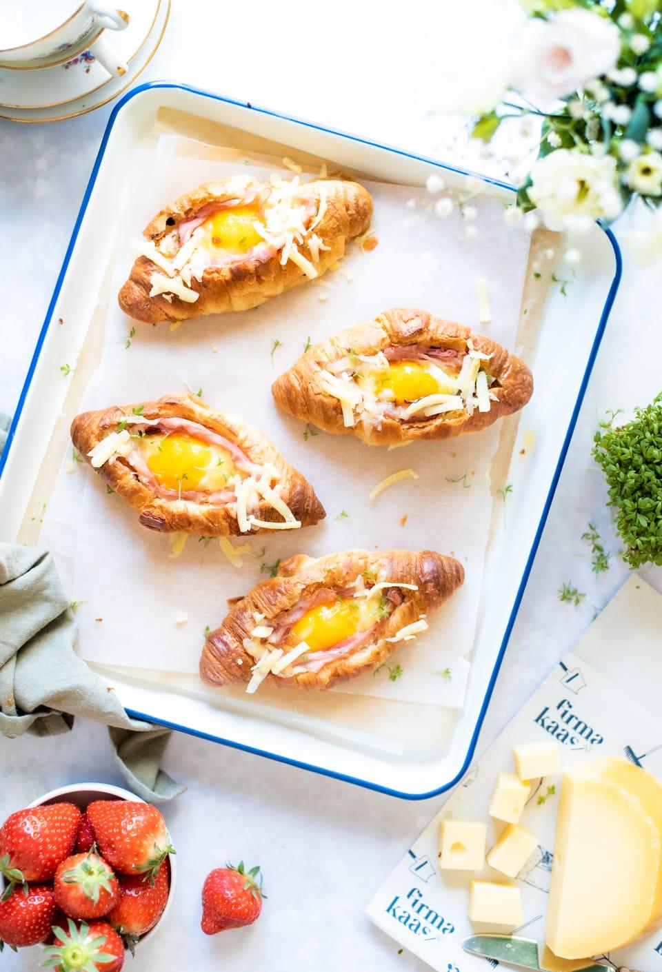 Gevulde croissants met kaas en ham