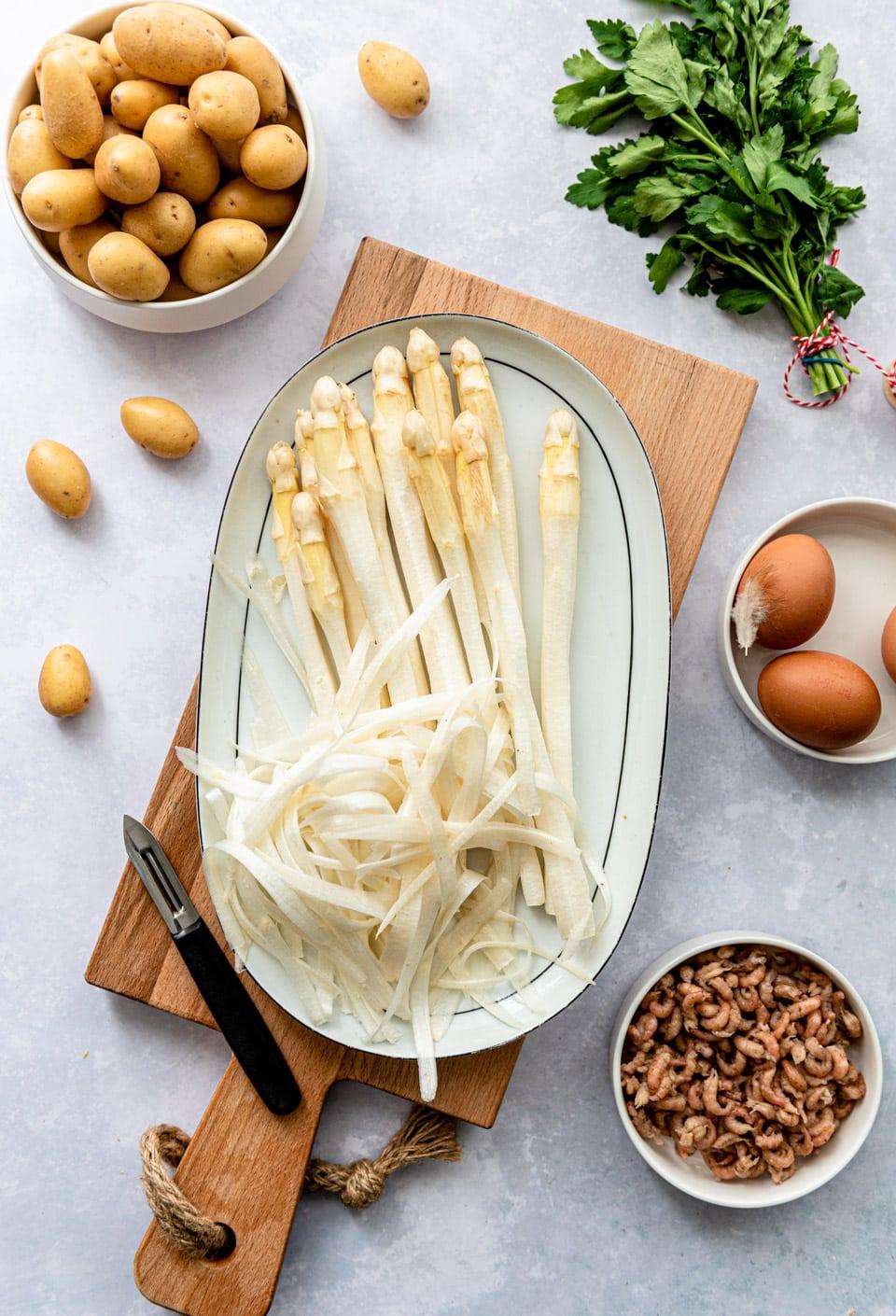 Ingredienten witte asperges met zalm