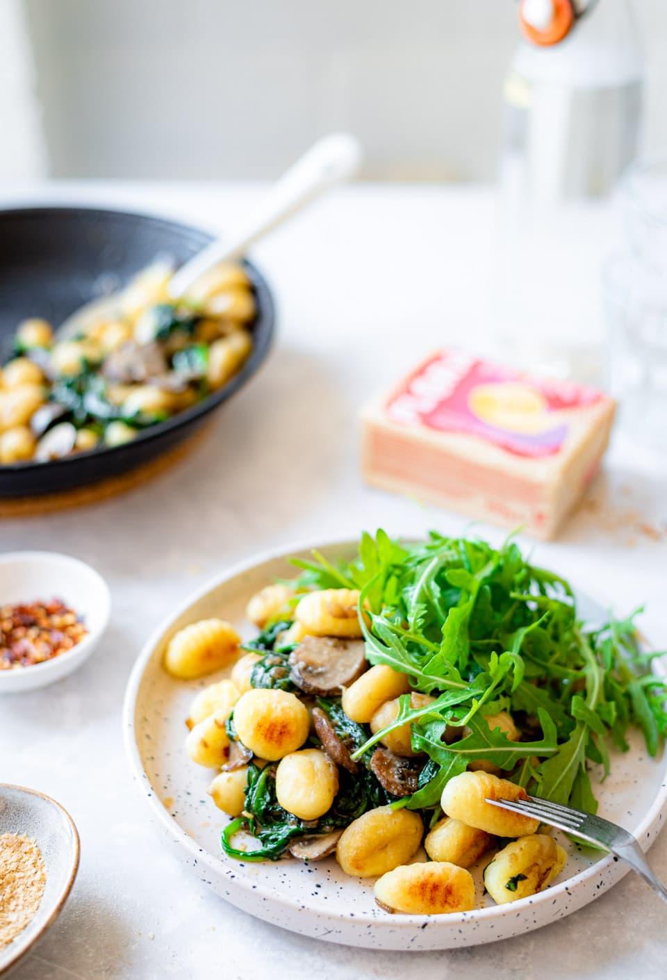 Gebakken gnocchi met spinazie en champignons_