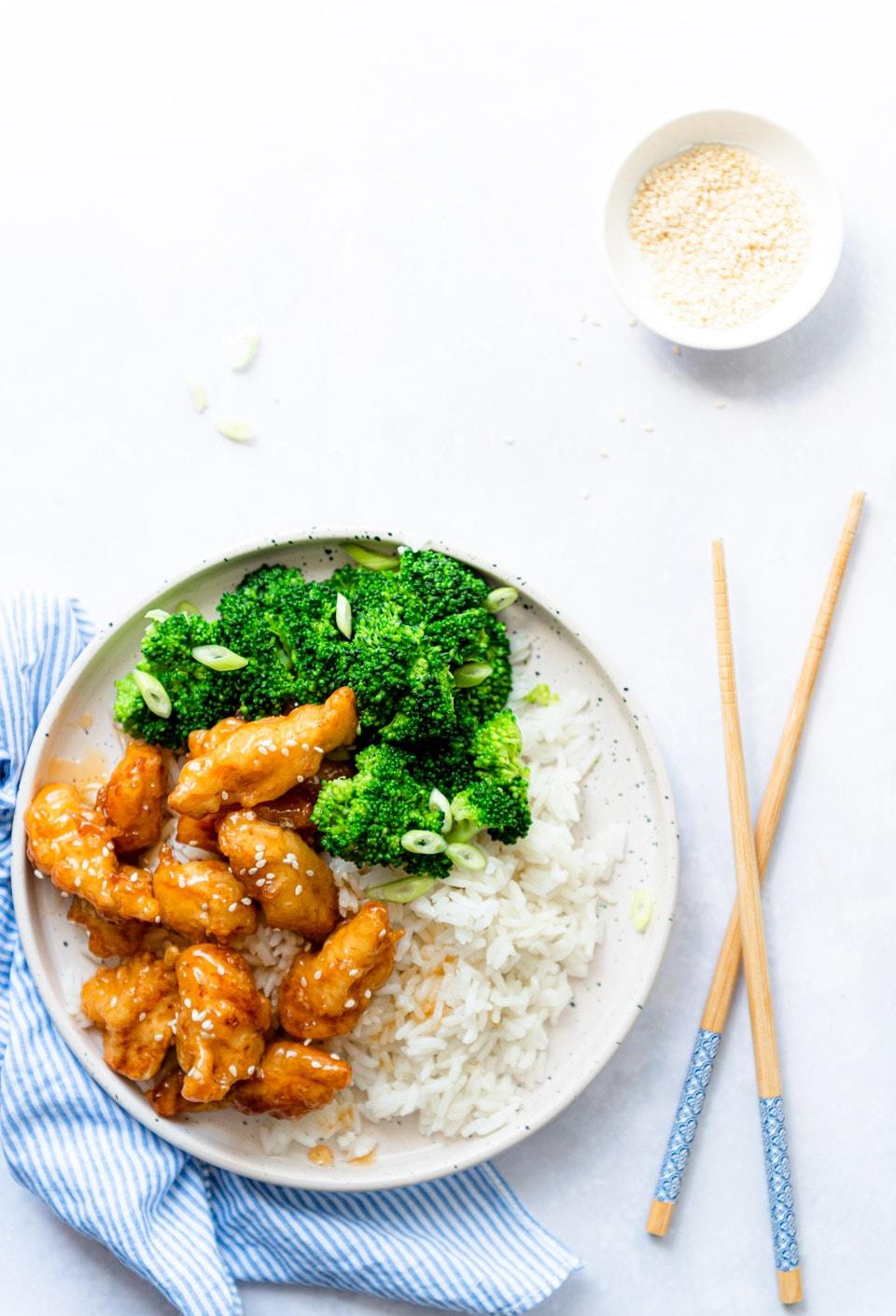 Krokante honing kip met broccoli en rijst