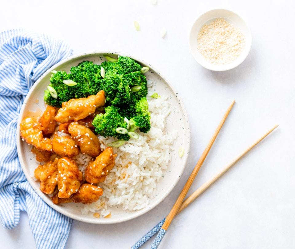 Krokante honing kip met groenten en rijst