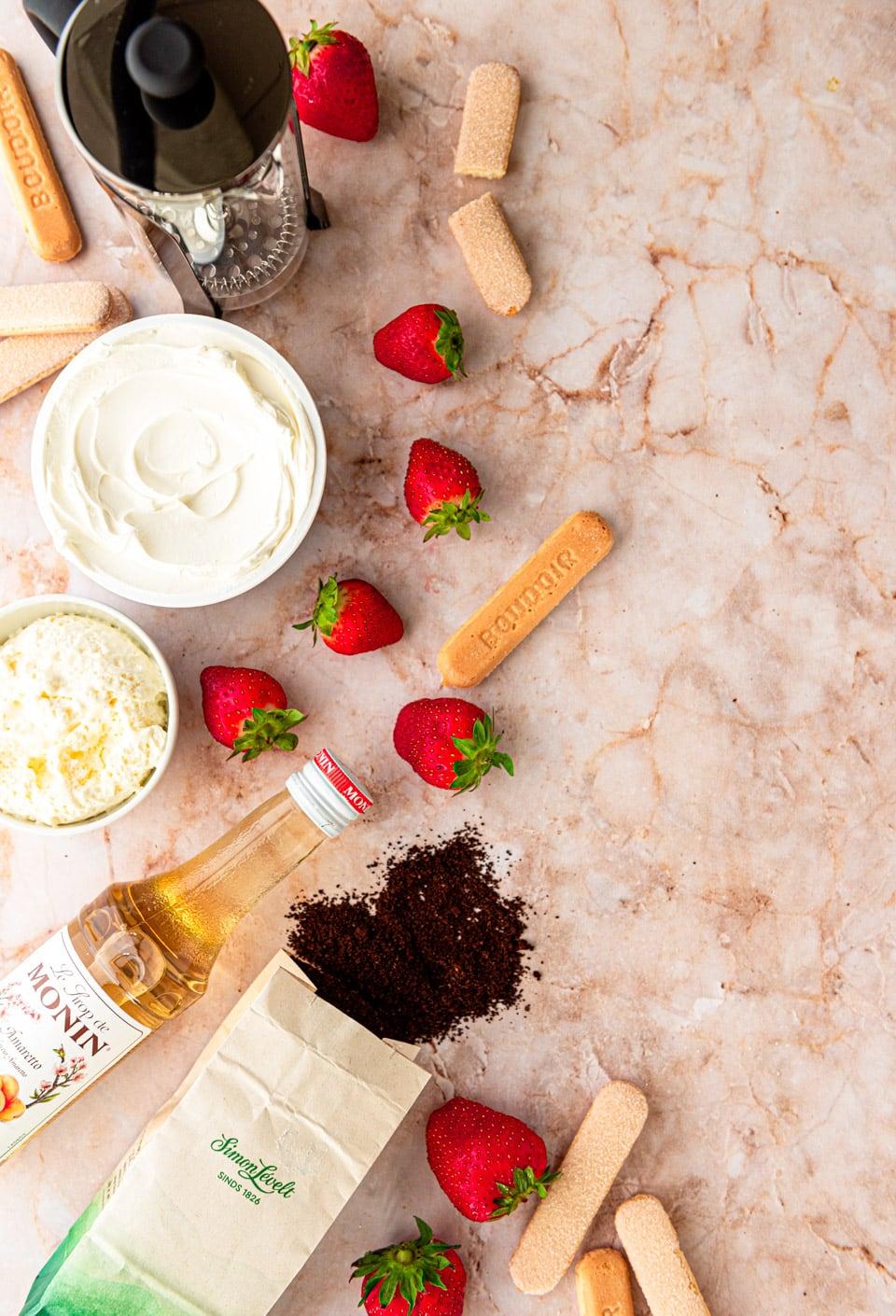Ingredienten aardbeien tiramisu
