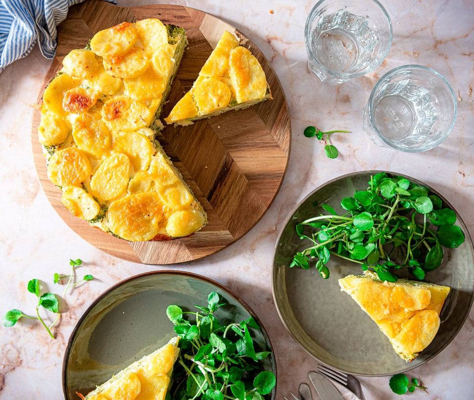 Hartige taart met aardappel en broccoli