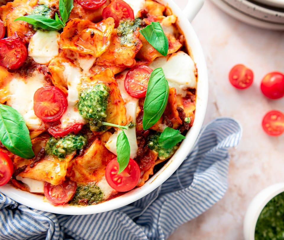 Ravioli uit de oven met gehakt en mozzarella