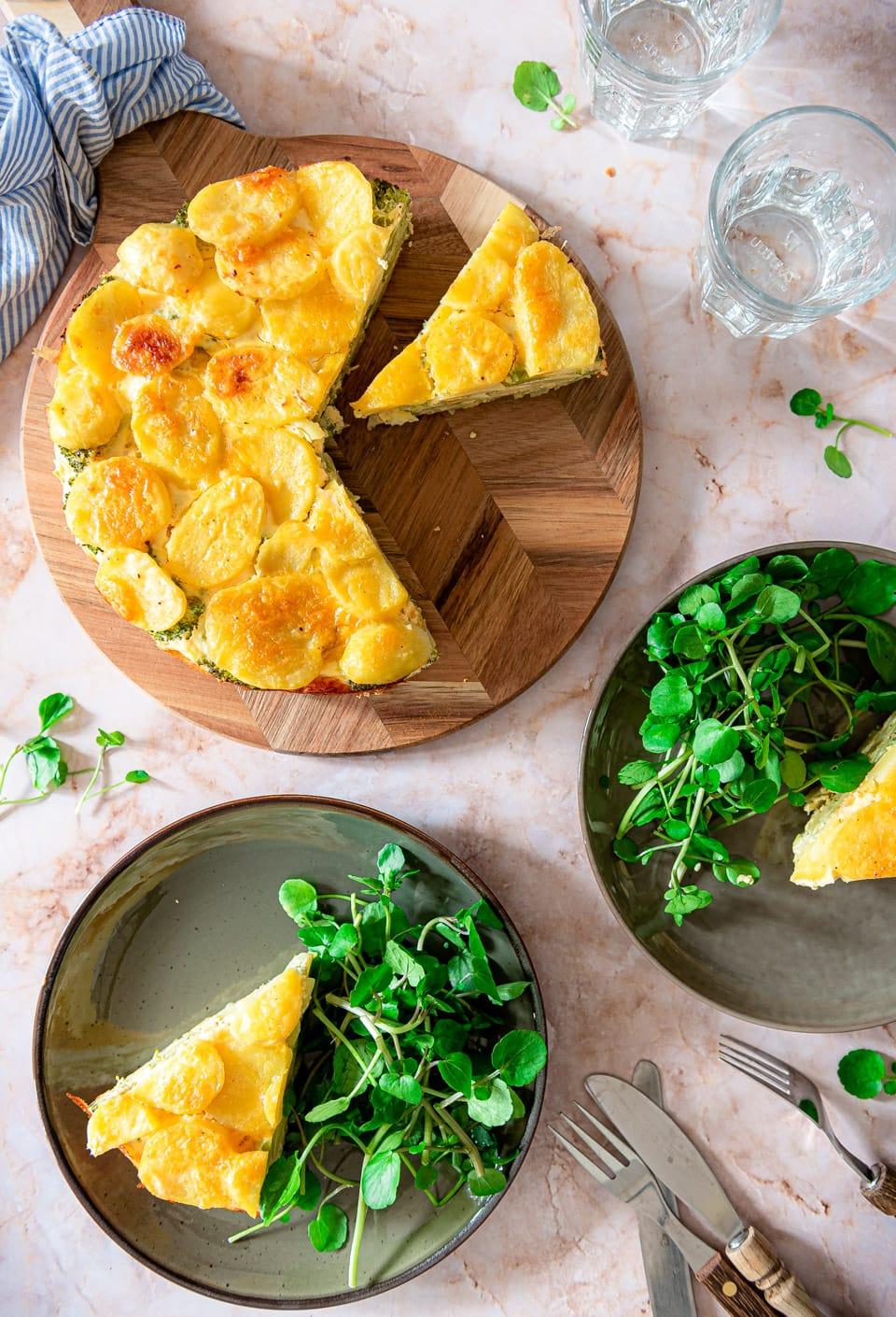 Vegetarische hartige taart met aardappel en broccoli