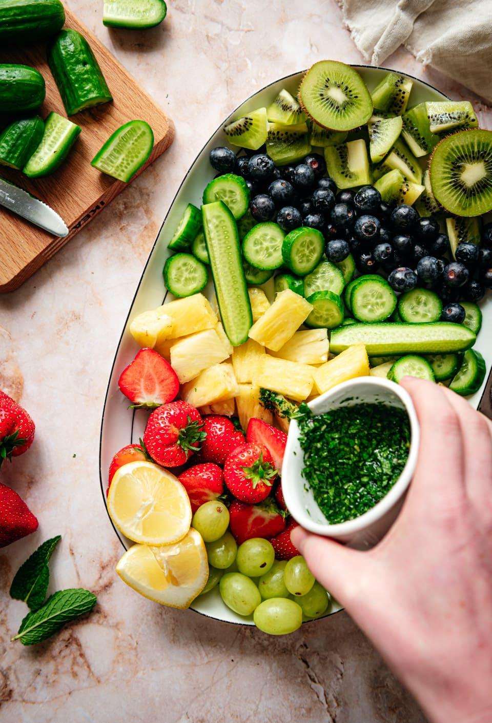 Zomerse fruitsalade maken