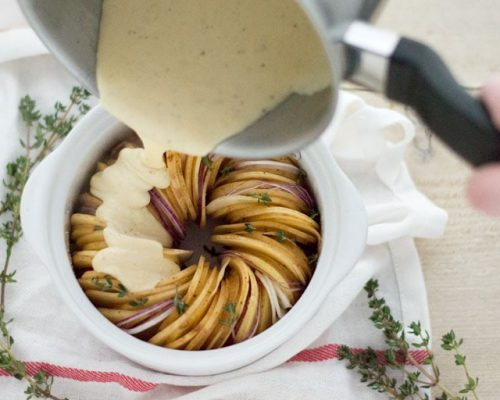 Aardappelgratin met kaas en ui