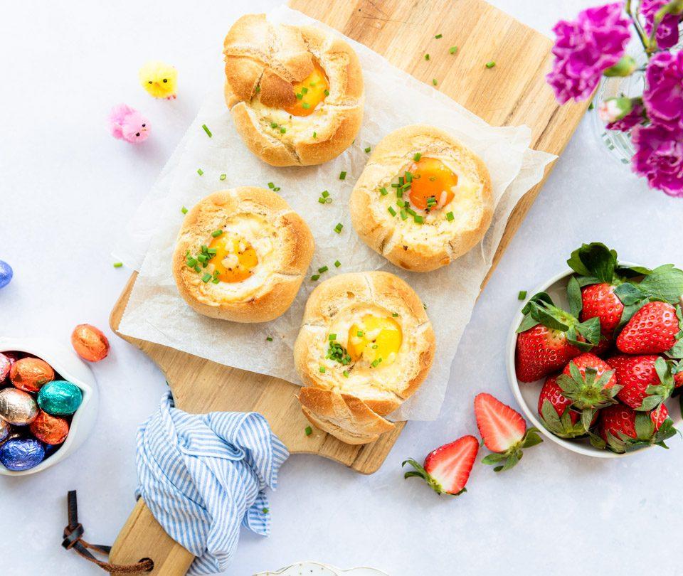 Broodje gevuld met ei uit de oven