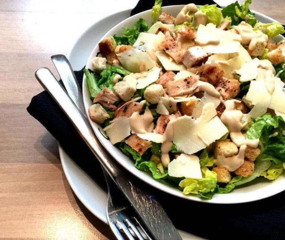 Caeser Salade met gegrilde kip
