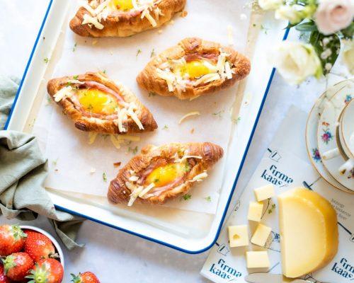 Gevulde croissants met ham en kaas
