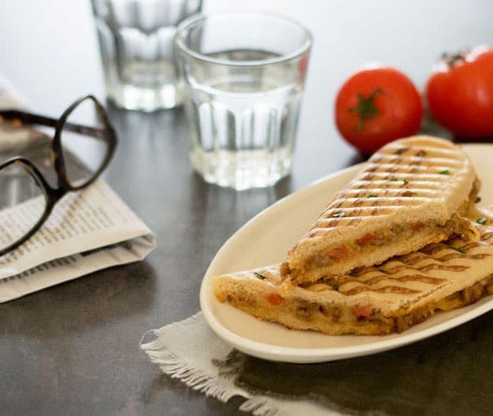 Hete tosti met gehakt (vlamtosti)