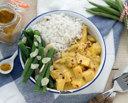 Kip kerrie met ananas en sperziebonen