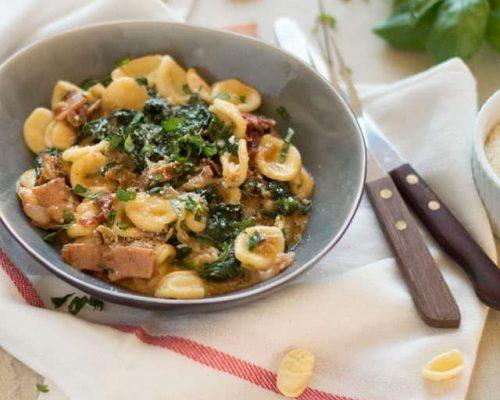 Pasta met spinazie, room en bacon