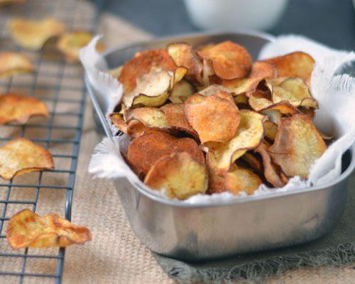 Zoete aardappelchips uit de oven